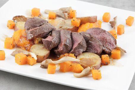 Hertenbiefstuk met roseval aardappel en pompoen