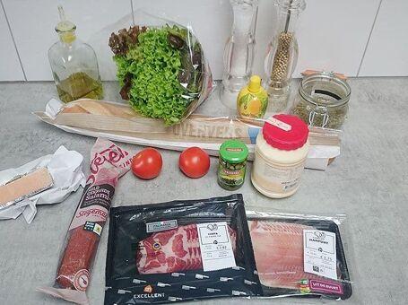 Warme Italiaanse sub met 3 soorten vlees en gesmolten kaas