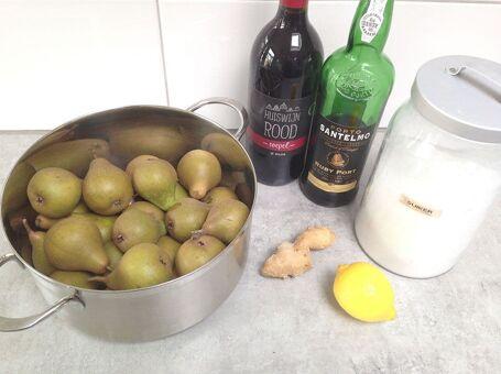 Stoofperen in rode wijn en gember