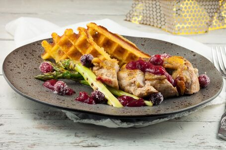 Parelhoen met cranberries en aardappelwafels