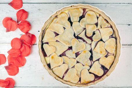 Valentijnstaart met rood fruit
