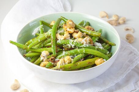 Gewokte sperziebonen met kerrie en cashewnoten