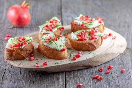 Bruschetta met mascarpone en granaatappel