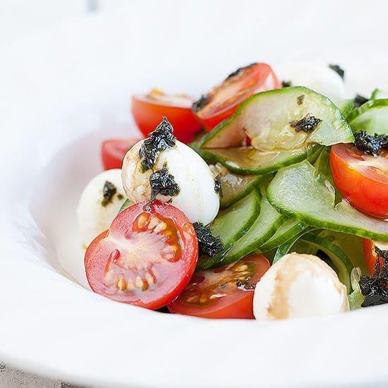 Komkommersalade met mini mozzarella