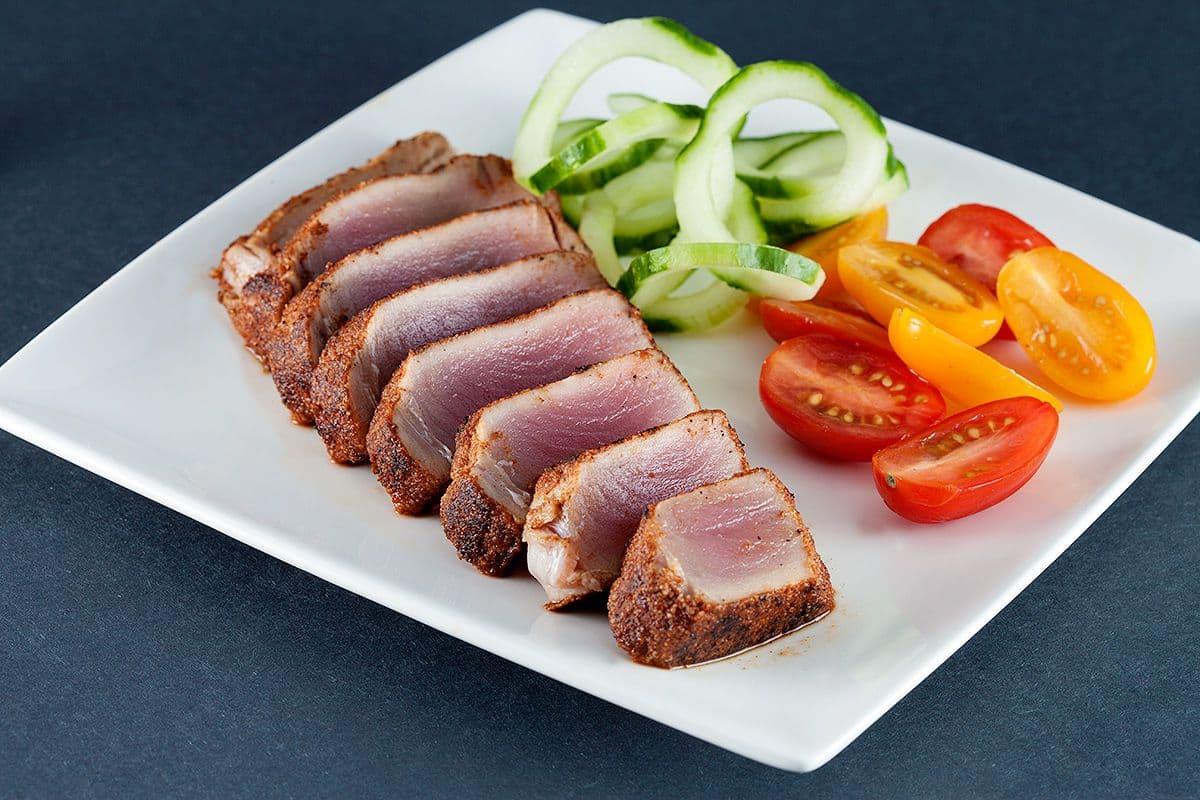 Gebakken tonijn met kruidenkorst