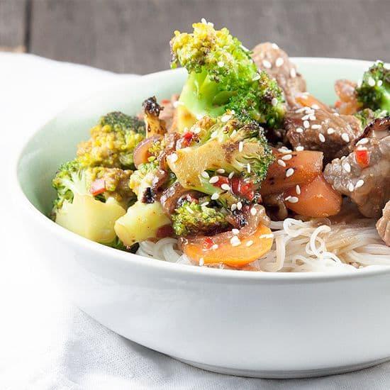 Rundvlees met broccoli en hoisinsaus uit de wok