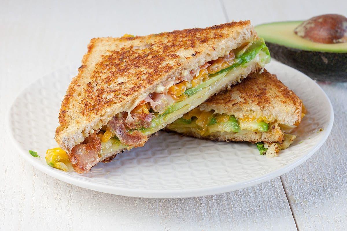 Gegrilde avocado sandwich
