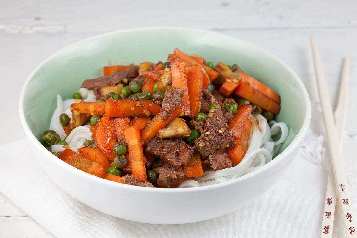 Makkelijke roergebakken biefstuk met groenten