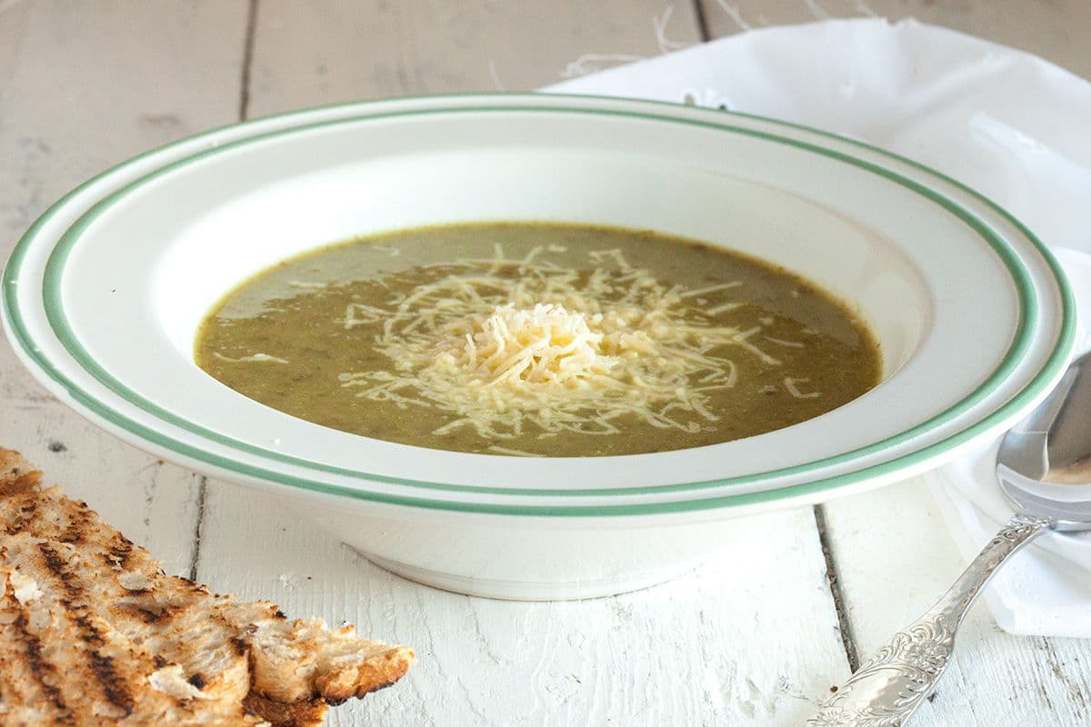 Andijvie-aardappelsoep