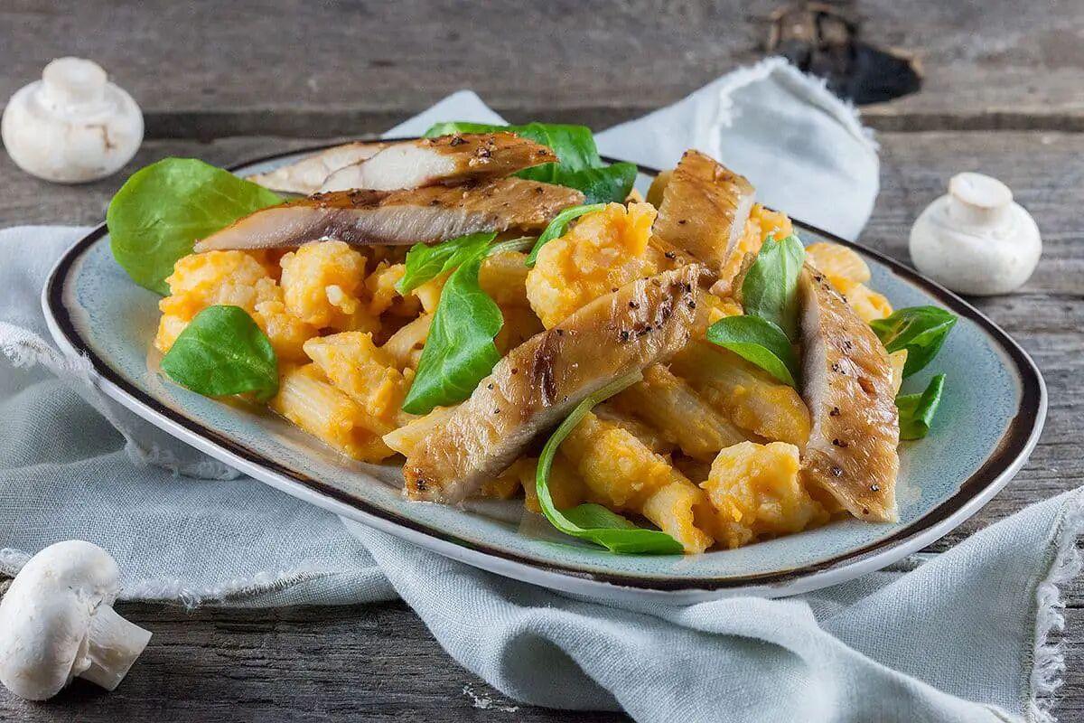 Pasta met makreel en zoete aardappel