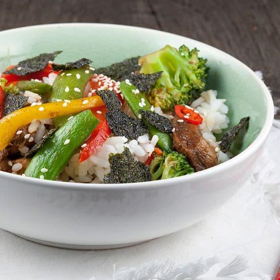 Sushi bowl met bief teriyaki