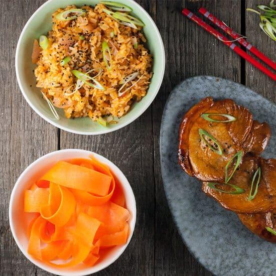 Gebakken rijst met kimchi en gochujang varkensvlees