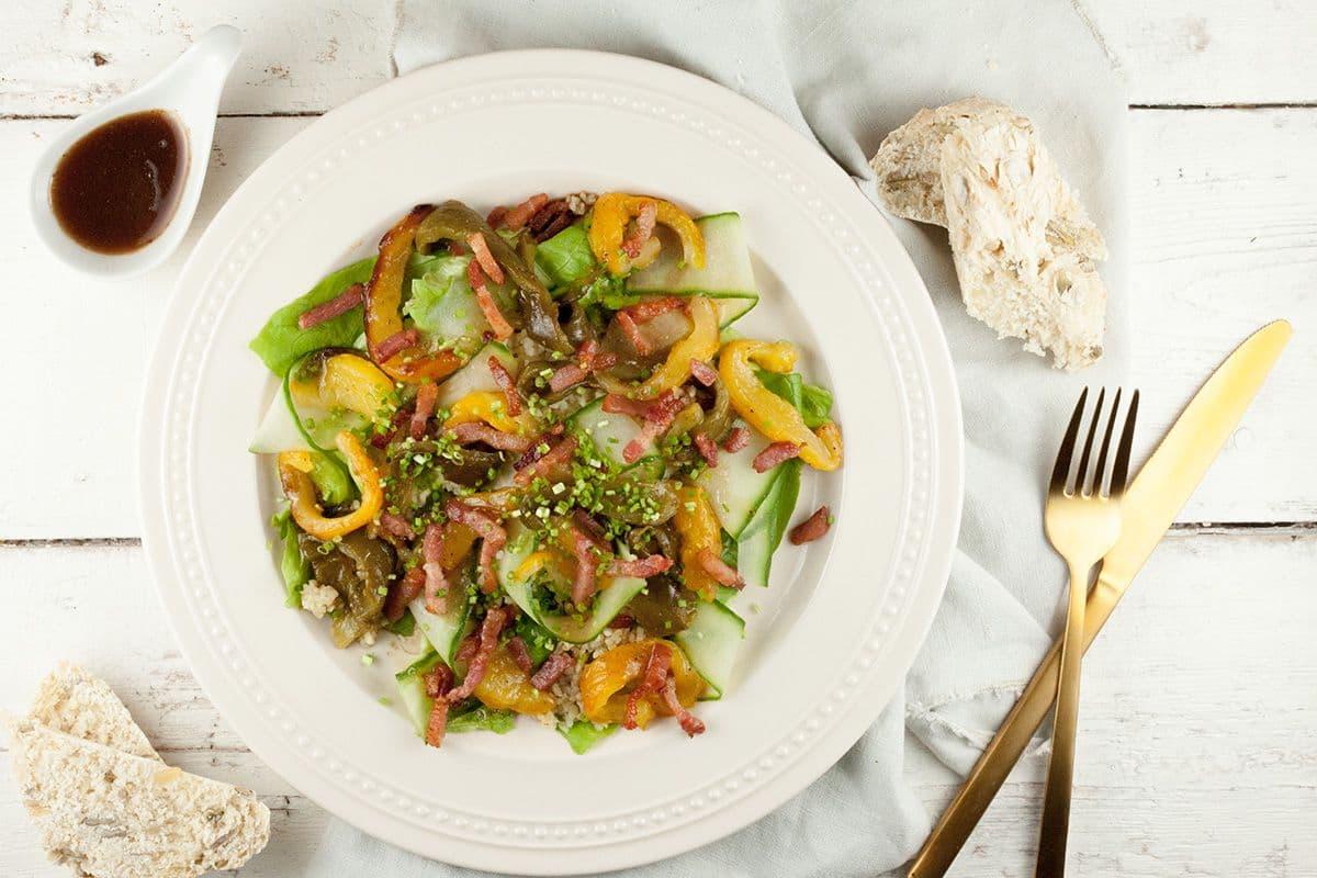 Salade met bulgur en geroosterde paprika's