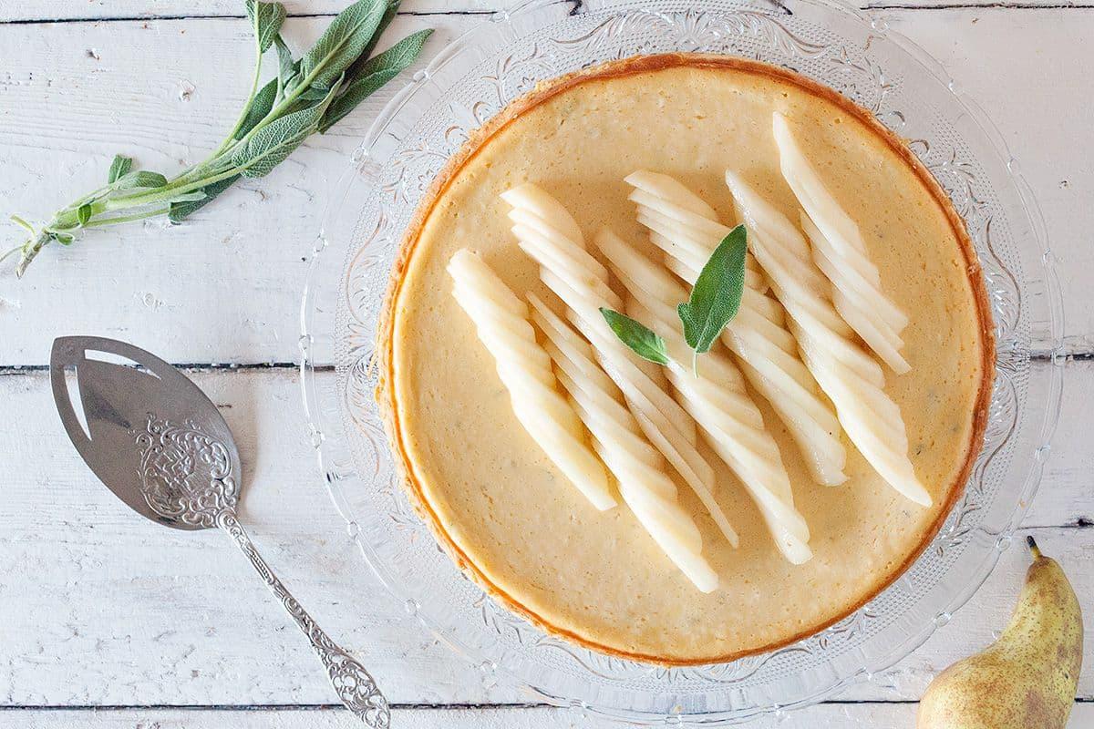 Cheesecake met peer en salie