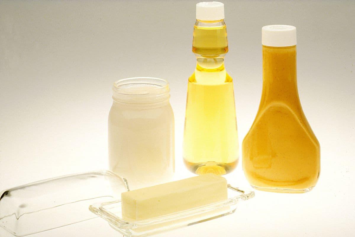 Wanneer gebruik je boter of olie om in te bakken?