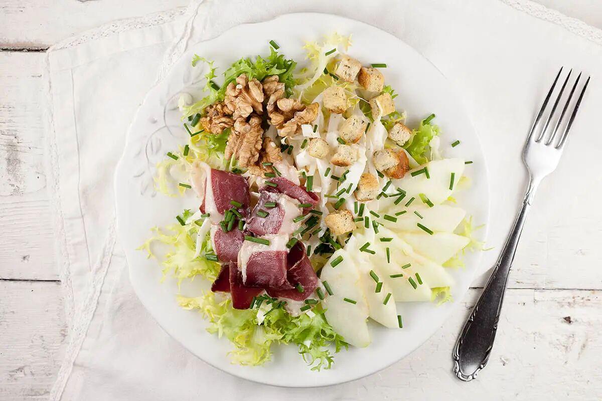 Gerookte eendenborst-salade met walnoten