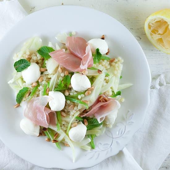 Salade met parelcouscous, mozzarella en venkel