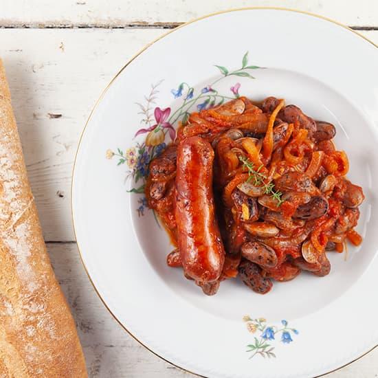 Bonenschotel met tomaat en ui