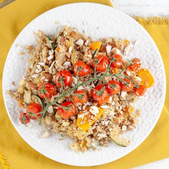 Kruidige couscous met geroosterde tomaatjes