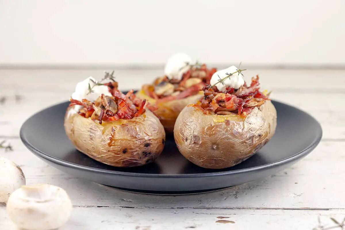 Gepofte aardappel met champignons